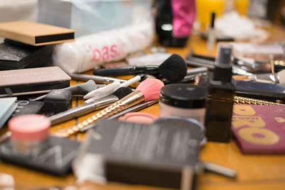 selective focus photography of makeup brushes