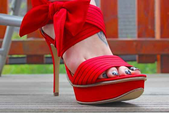fashion foot girl high heel